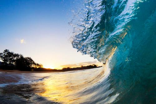beautiful-hawaiian-shorebreak-ii-quincy-dein